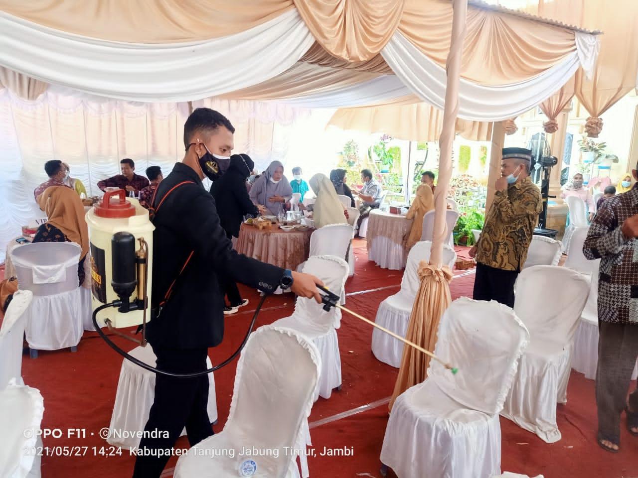 Resepsi pernikahan di Kecamatan Muara Sabak Barat, Kabupaten Tanjung Jabung Timur menerapkan protokol kesehatan Covid-19 secara ketat. SELOKO.ID/Istimewa.