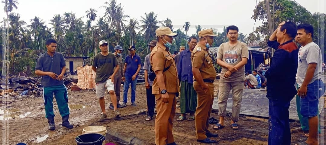 Wakil Bupati Tanjung Jabung Timur, H. Robby Nahliyansyah kunjungi korban kebakaran di Kecamatan Sadu, Senin 07 Juni 2021. SELOKO.ID/Istimewa.