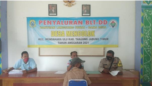 Penyaluran BLT DD di Desa Mencolok, Kecamatan Mendahara Ulu, Kabupaten Tanjung Jabung Timur. SELOKO.ID/Istimewa.