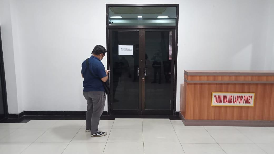 Pintu ruang pemeriksaan terkait kasus suap RAPBD Jambi. (Foto: SELOKO.ID)